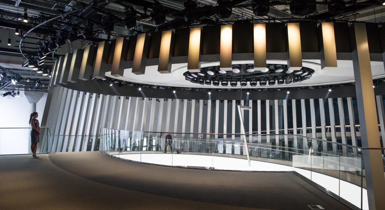 Messestand Tragwerk BMW IAA 2015 Fahrbahn