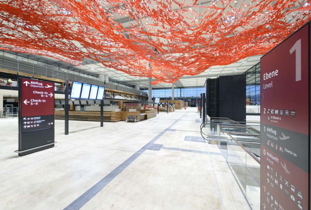 Magic Carpet Kunstinstallation Pae White Flughafen Berlin