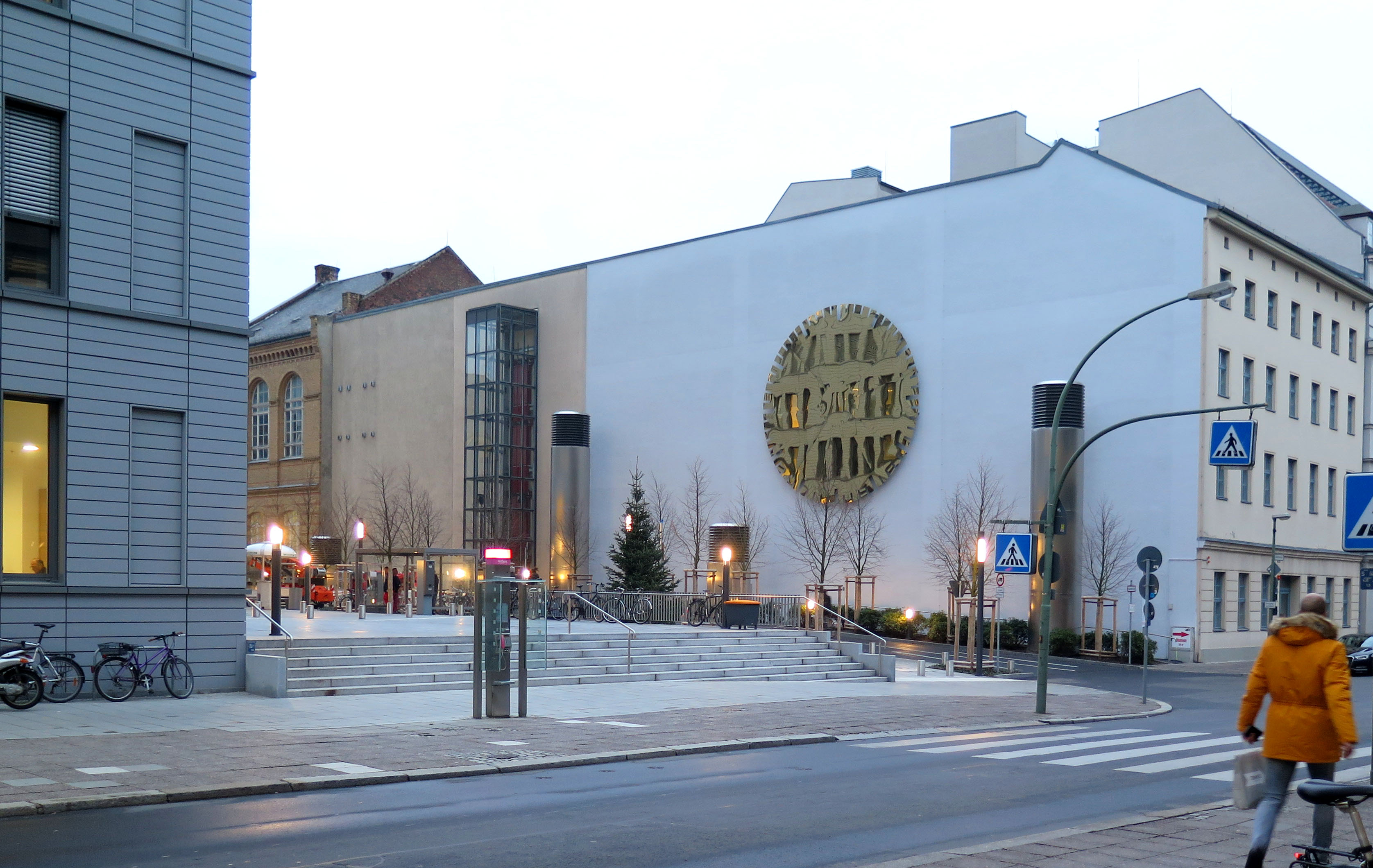 Goldene Stunde Plastik Berlin Charite imagine structure Tragwerksplanung