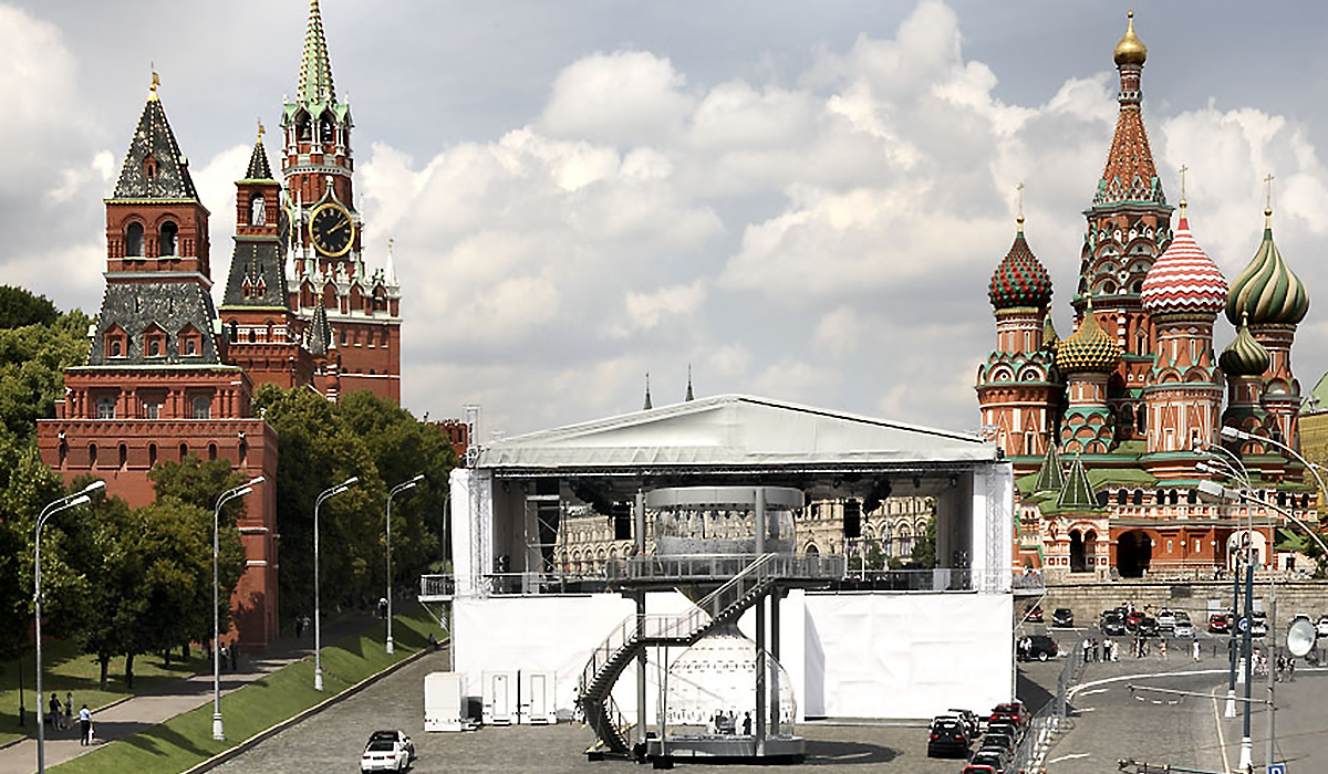 BMW Sanduhr Plexiglas sonderkonstruktion Moskau
